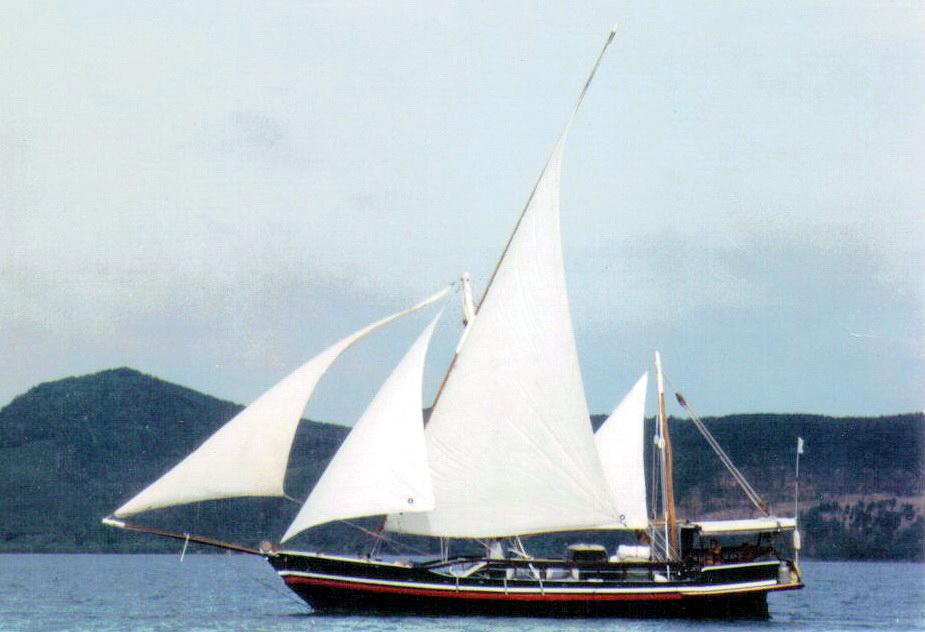 AUM GAIA sailing  (Latin Rigging)