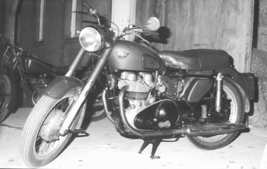 MATCHLESS  1954